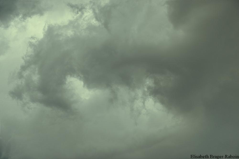 Le ciel s'obscurcit